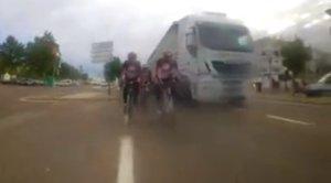 La Fiscalía de Badajoz ve delito en el vídeo del adelantamiento de un camionero a ciclistas